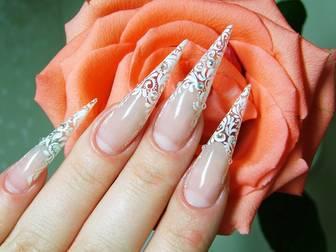 Необычный дизайн нарощенных ногтей